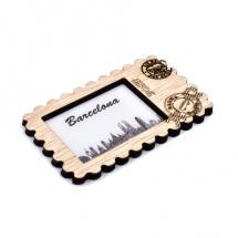 Imán souvenir sello madera ciudad Barcelona